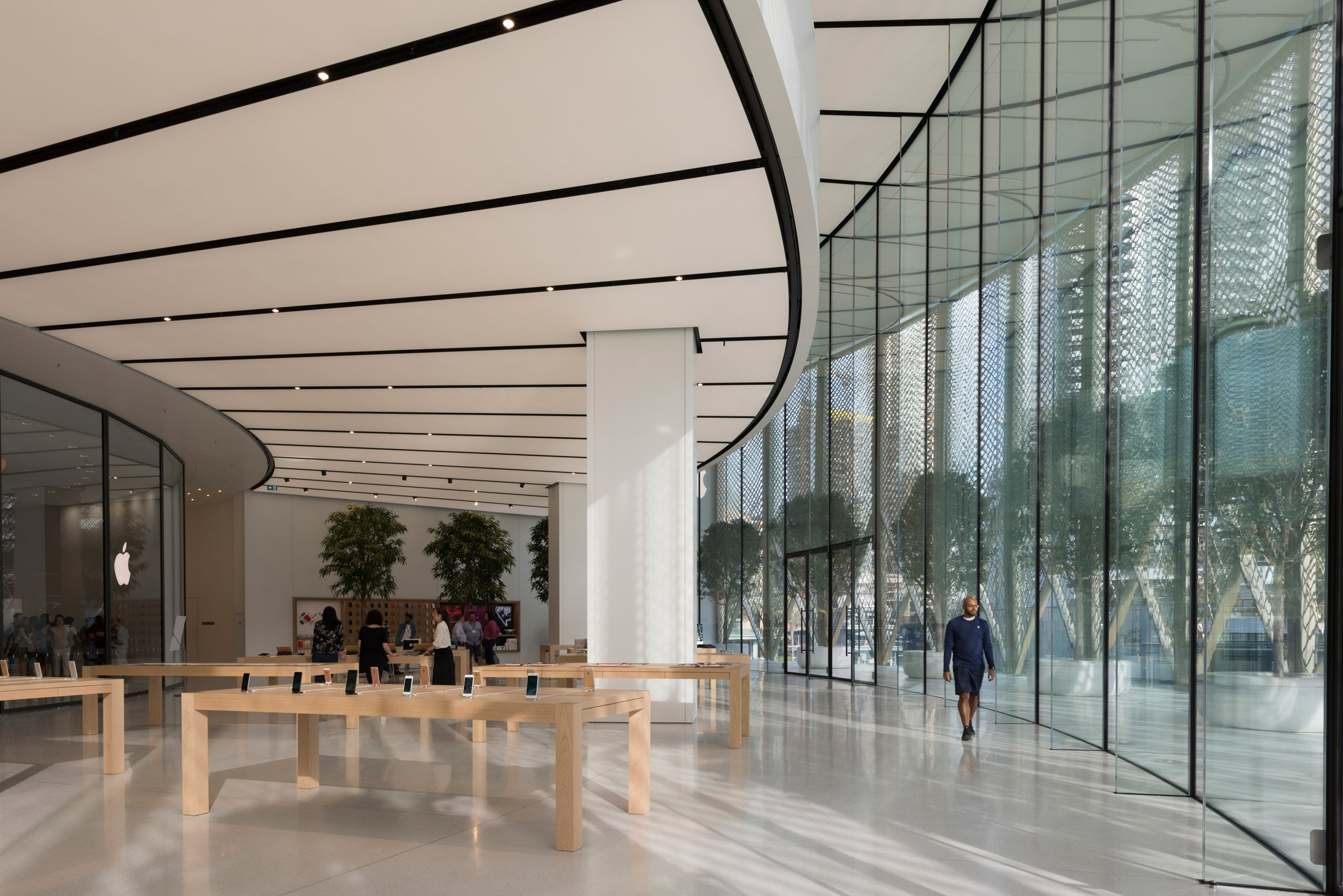 apple-dubai-mall-foster-partners-architecture-retail-uae_dezeen_2364_col_2